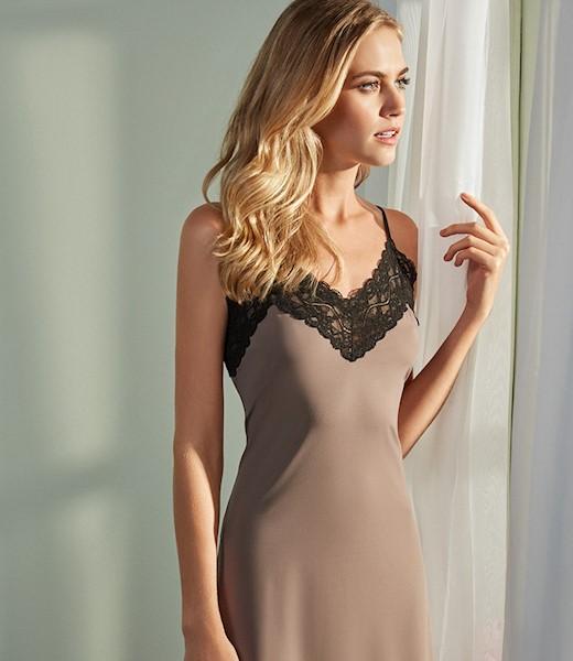 uma imagem sobre slip dress